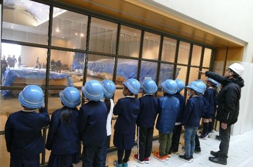 草津市立常盤小学校の小学生の皆さんにリニューアル工事中の 琵琶湖博物館の展示室を見学していただきました!